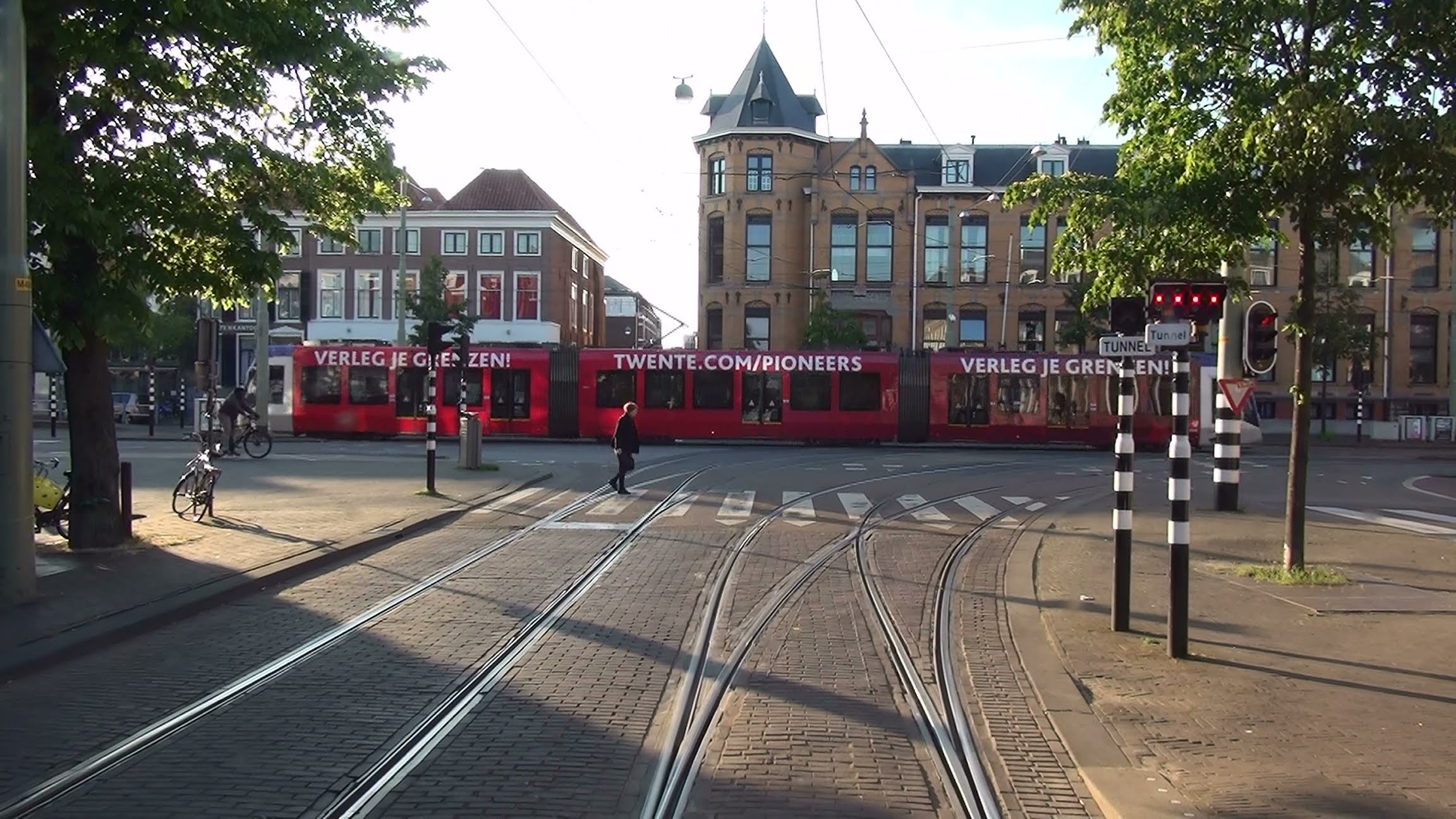 HTM tramlijn 12 Duindorp – Station Hollands Spoor via Hobbemastraat/centrum v.v.