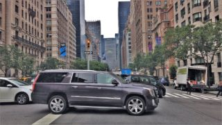 Driving Downtown – NYC's Wealthy Upper East Side 4K